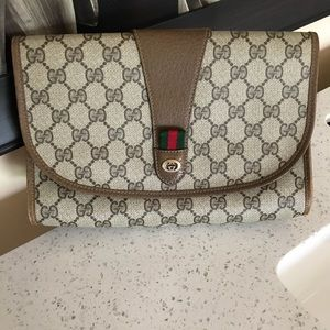 💚❤️SOLD❤️Auth. Gucci Clutch ❤️